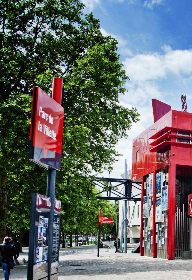 La folie information-billetterie à l'entrée du Parc de La Villette