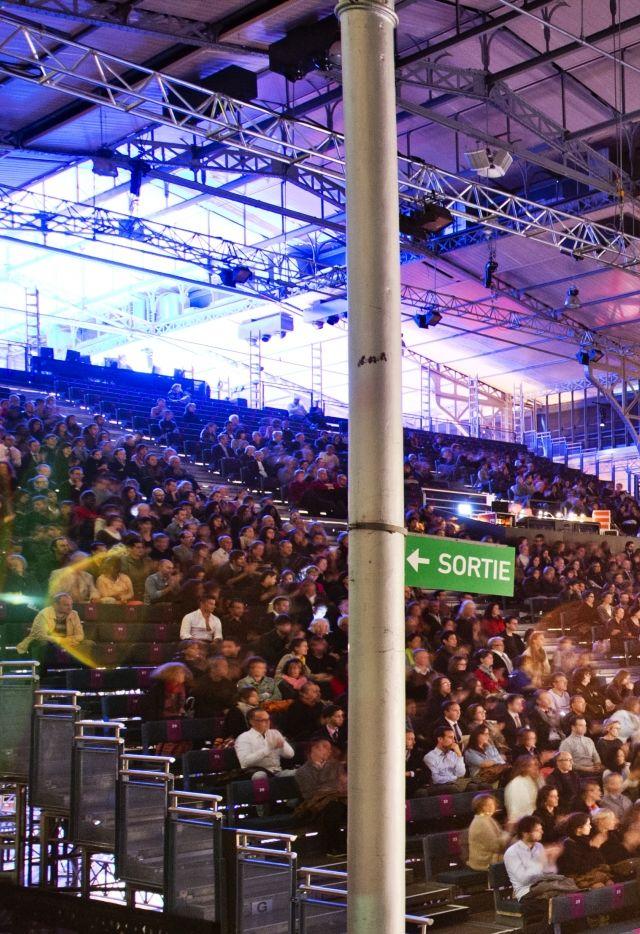 Spectacle dans la Grande Halle de La Villette